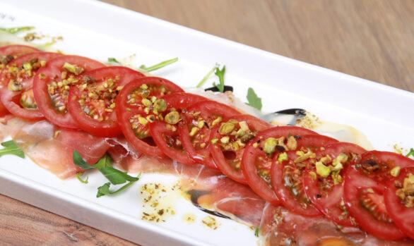 Carpaccio von Schinken und Tomaten